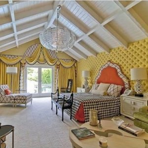 IMG: yellow decor
